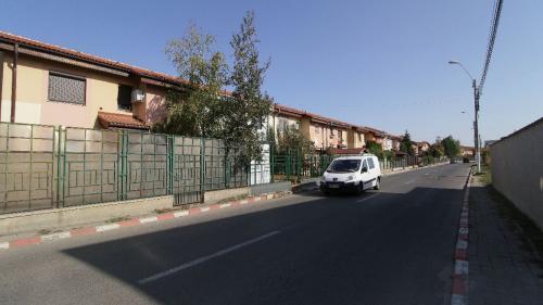 Restricțiile pandemiei au umflat cererea de vile și case cu grădină