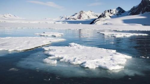 O importantă scurgere de metan, descoperită pentru prima dată sub straturile de gheaţă din Antarctica