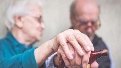 Un partener de viață optimist te protejează de Alzheimer