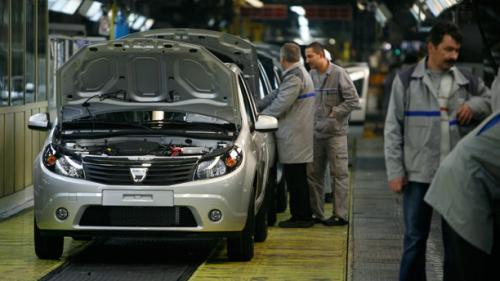 Numărul de mașini noi înmatriculate în România a scăzut cu 44%