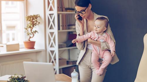 Munca flexibilă birou-acasă, recomandată de academicieni