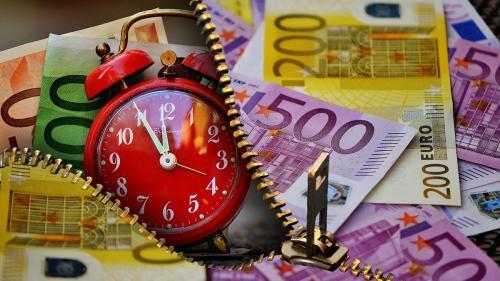 Pe culmile datoriilor. Guvernul a dat un miliard de euro numai pe dobânzi
