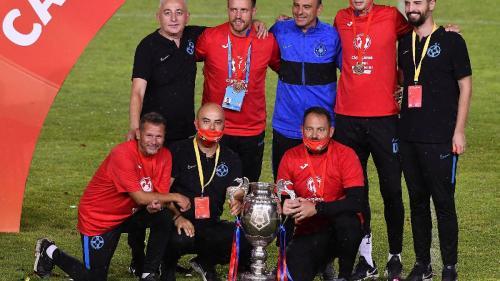 Probleme mari pentru FCSB înaintea meciului din Europa League. Staff-ul tehnic și un jucător, confirmați cu noul coronavirus