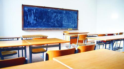 """""""Scenariul roșu"""" pentru o școală și o grădiniță din Brașov. Un elev și o educatoare confirmate pozitiv cu COVID-19"""