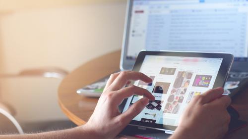 Șapte dintre facultățile Universității București încep cursurile online