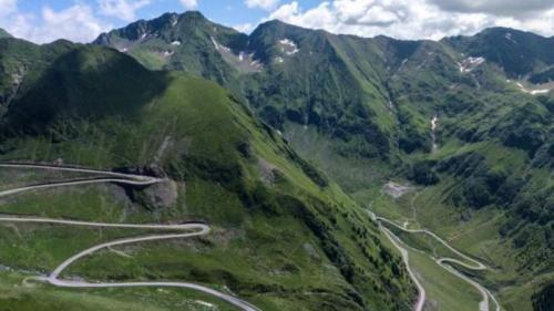 Circulaţie închisă pe Transalpina, în acest week-end, din cauza unui concurs auto