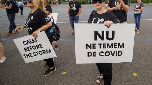 Protest în Piața Universității față de purtarea măștii. Participanții nu respectă măsurile de distanțare