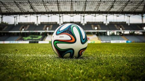 Un puști de 12 ani, pe coperta Guiness Book of World Records 2021. Este supranumit Messi al Nigeriei
