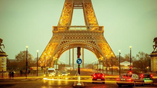 Turnul Eiffel, evacuat după o amenințare cu bombă