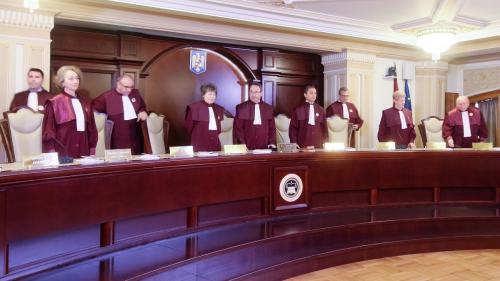 CCR dă undă verde dublării alocațiilor. Legea ajunge la președintele Klaus Iohannis