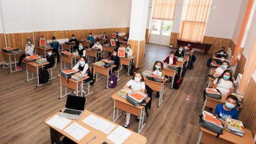 La începutul noului an școlar,3.000 de ghiozdane complet echipate au ajuns la elevii din 37 de școli din toate regiunile țării