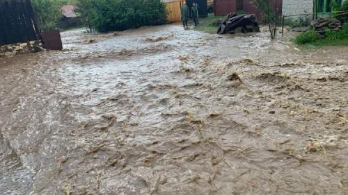 Alertă de la hidrologi: Cod galben de inundații pe râuri din 26 de județe din țară până duminică dimineața