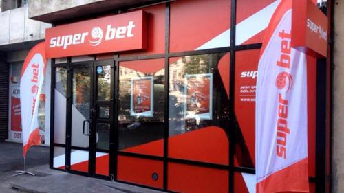 Avantajele pariurilor online la SuperBet