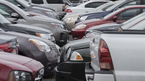 Înmatriculările de mașini noi frânează brusc