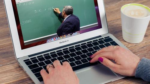 Cum se redistribuie contractele și bugetele în activitatea online