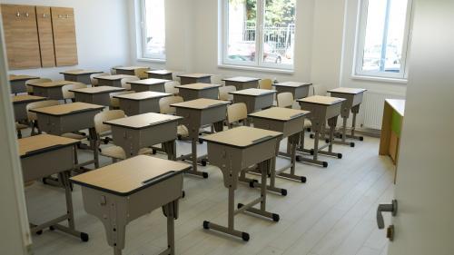 Numărul școlilor care desfășoară cursuri în scenariul roșu este în creștere