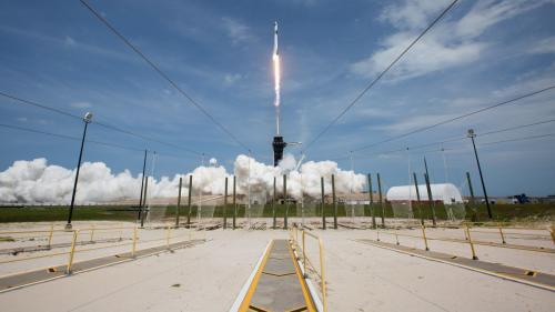 Succes răsunător pentru Elon Musk. Echipajul SpaceX a trecut prin apropierea planetei Marte