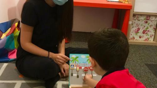 Bal caritabil online, pentru copiii cu autism