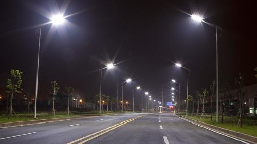 După ce Mihai Chirica a devenit liberal, iluminatul public din Iași este modernizat de clienții de casă ai primăriei lui Boc