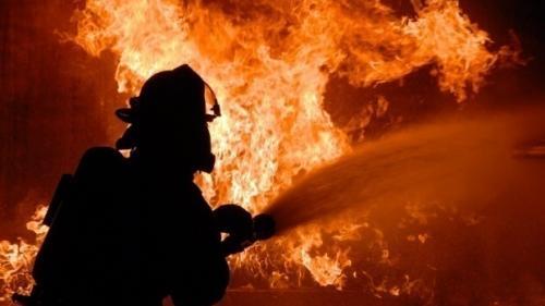 Incendiu la hala unui atelier de mobilă, în Timișoara
