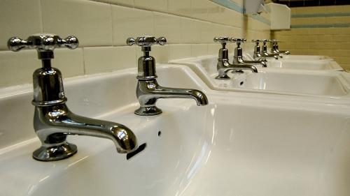 Probleme grave cu agentul termic în Capitală. Sute de imobile nu au apă caldă
