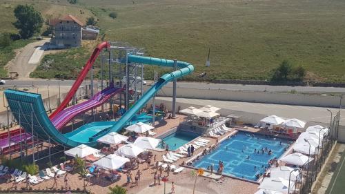 Încă se poate merge la scăldat: piscinele exterioare, deschise la Băile Felix