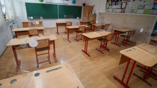 Numărul școlilor care desfășoară cursuri în scenariul roșu a ajuns la 2.500