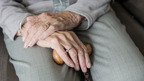 Focar de COVID-19 la un cămin pentru persoane vârstnice din Bistrița-Năsăud