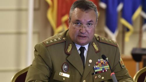 Nicolae Ciucă: Noile generaţii de militari se înclină în faţa tuturor eroilor care şi-au dat viaţa pe câmpul de luptă