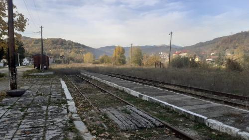 """Capătul de linie, poartă spre Bucegi. Călătoriile cu trenul vor fi din nou """"în trend"""""""
