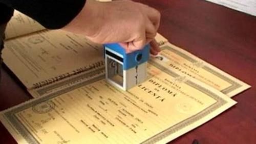 MEC vrea o evidență centralizată a diplomelor și certificatelor din învățământul preuniversitar