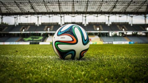Fără glorie, naționala de fotbal a României s-a târât în urna a doua pentru preliminariile CM 2022