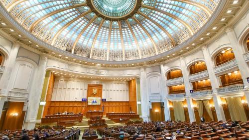 Parlamentarii termină mandatul cu datorii de aproape 100 de milioane de lei. Deputații au credite de 64 de milioane