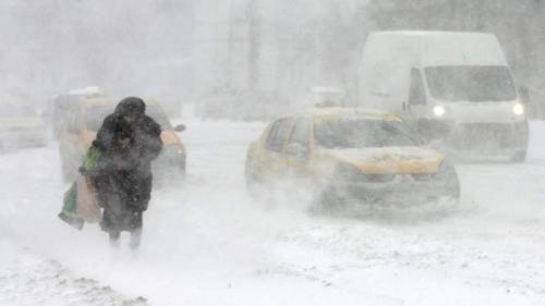 Drumuri acoperite de zăpadă în mai multe județe