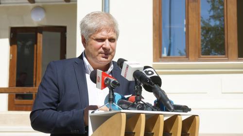 Fostul primar Dan Tudorache, sub control judiciar în dosarul achiziţiilor de tablete. Cauțiune de 1 milion de euro