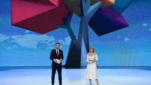 A fost ziua dorinţelor împlinite la Antena 1, în cadrul galei Ajut eu! Gala-maraton Ajut eu!, lider incontestabil de audienţă