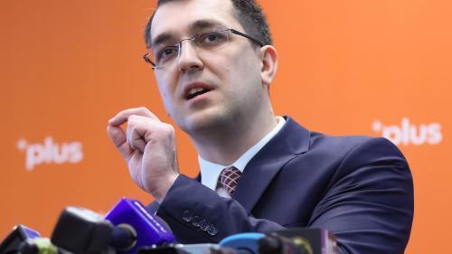 Vlad Voiculescu: Este sezonul panglicilor și premierul se duce să lanseze un... supliment alimentar