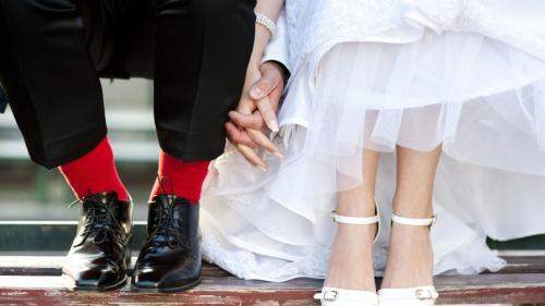 Cum să alegi pantofii perfecți de mireasă pentru o nuntă pe plajă așa cum ți-ai imaginat