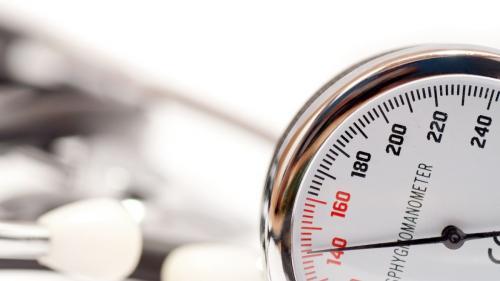 Solniţa trebuie să dispară de pe masa hipertensivului