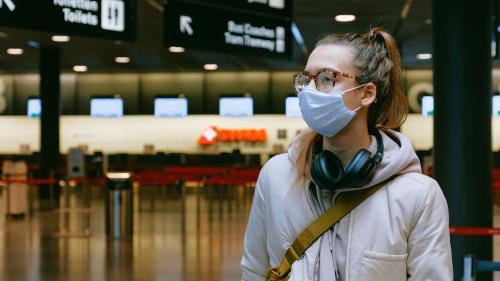 Război pe viață și pe moarte între liniile aeriene și pasagerii fără mască