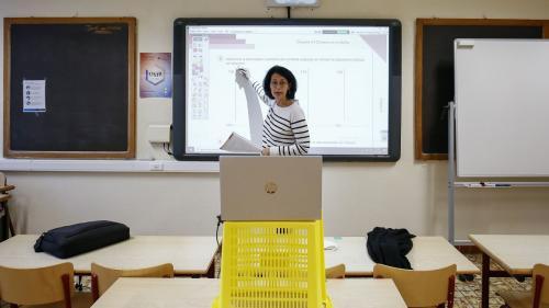 Jurnal de şcoală online; un haos ordonat printre birouri și canapele