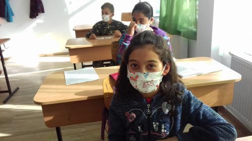 Sondaj: elevii din rural vor şcoală faţă-n faţă