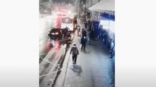 VIDEO. O tânără în vârstă de 15 ani, răpită de pe o stradă din Cluj-Napoca sub ochii mai multă persoane. Polițiștii au reținut trei bărbați