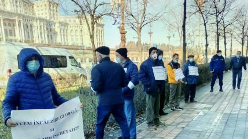Proteste în zece locații din Capitală față de înghețarea pensiilor și a salariilor