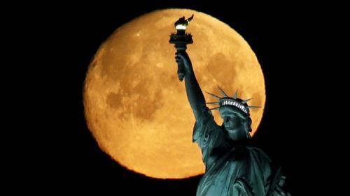 """Luna, noul """"Vest Sălbatic"""" pentru China, Rusia și SUA"""