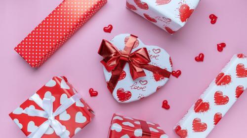 5 cadouri inspirate pentru ea de Valentine's Day și Dragobete