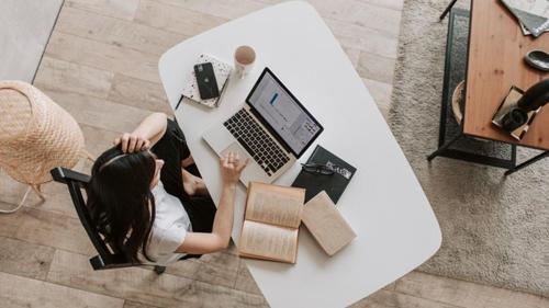 Patru obiceiuri sănătoase de bază atunci când lucrezi de acasă