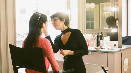 Cum poți deveni make-up artist: sfaturi pentru primii pași și o viziune productivă