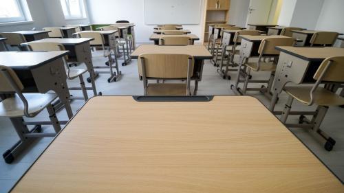 Cursurile şcolare din Bacău şi alte 4 localităţi se vor desfăşura în scenariul roşu