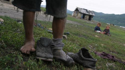 """""""Săracii și romii sunt în stradă!"""". Eșecul unei investiții de 1,5 miliarde de euro din fonduri europene"""